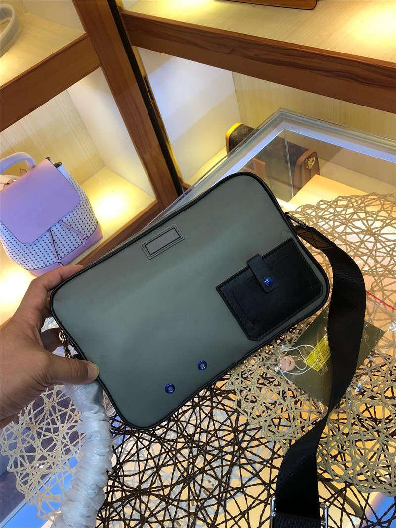 الرمادي، وعلى ظهره 2019 للرجال بسيطة ومريحة ومناسبة لالمدرسية اليومية، mailbags الأزياء الكلاسيكية. كيس واحد في الكتف. حقيبة يد