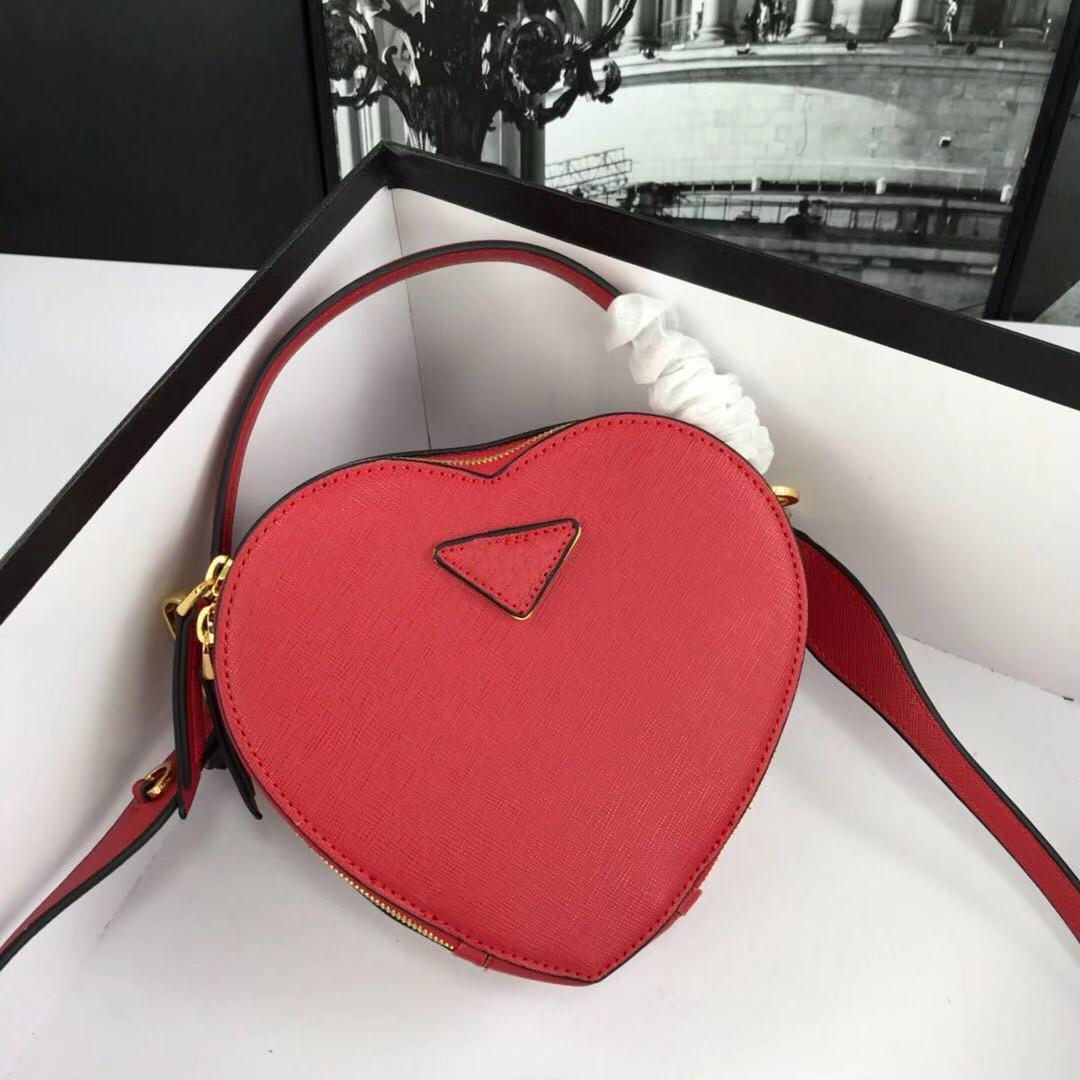 2019 estilo britânico conta couro romântica senhora mão de embarque ombro saco amor alfaiataria única fábrica de design de vendas diretas