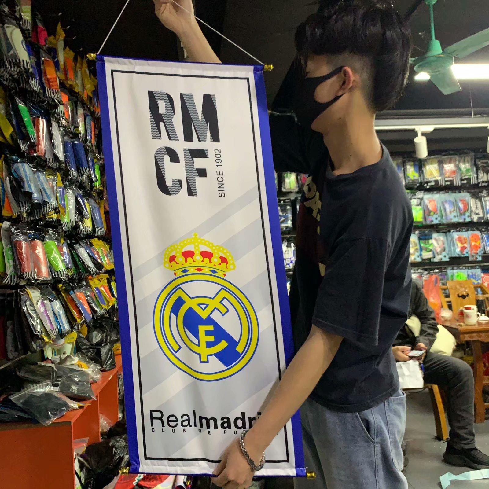 أعلام حجم 98 * 38CM تحصيل مشجعي كرة القدم الأعلام الأعلام لكرة القدم هدية لريال مدريد هانغ كرة القدم لكرة القدم المشجعين الأوشحة زينة