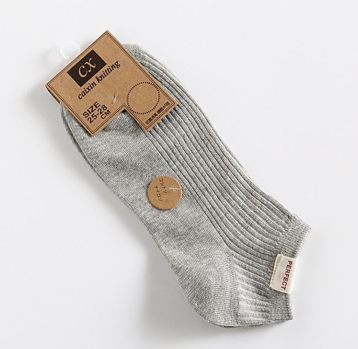 Designer de printemps et d'été Hommes Chaussettes avec mode couleur solide luxe Hommes Chaussettes respirant Marque Casual court chaussette pour hommes Optional
