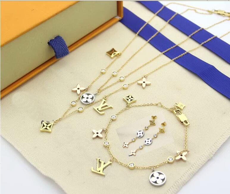 Europe America Jewelry Sets Lady Women 3 Color Hollow out Four Leaf Flower V Initials 18K Gold Diamond Double Necklace Bracelet Earrings 111