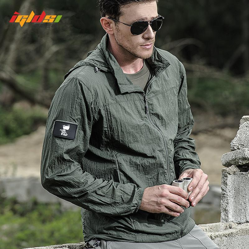 New 2018 Summer Waterproof Quick Dry Tactical Skin Jacket Men Hooded Raincoat Thin Windbreaker Sunscreen Army Military Jacket CJ191205