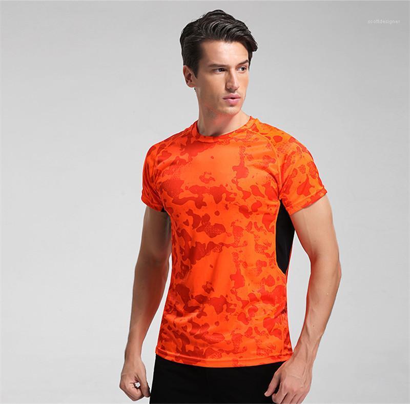 كم قصير الرقبة الطاقم تنفس تيز التمويه رجل طباعة تشغيل الملابس الرجال صيف الرياضة مصمم التي شيرت