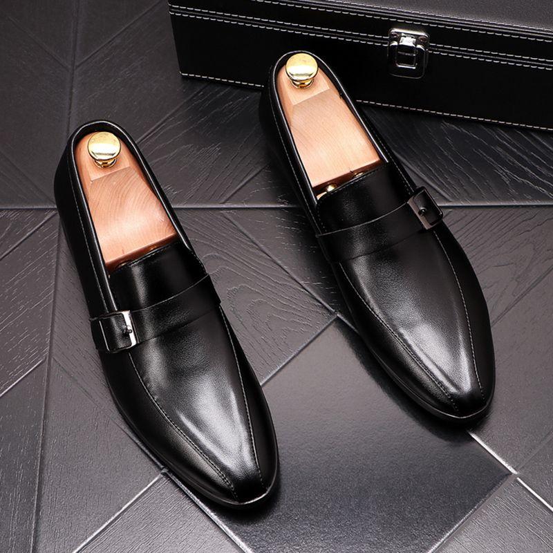 hombres del estilo Vestidos de boda de la moda británica zapatos de cuero genuinos deslizan en el zapato perezoso negro mocasines blancos zapatillas de deporte del dedo del pie acentuados