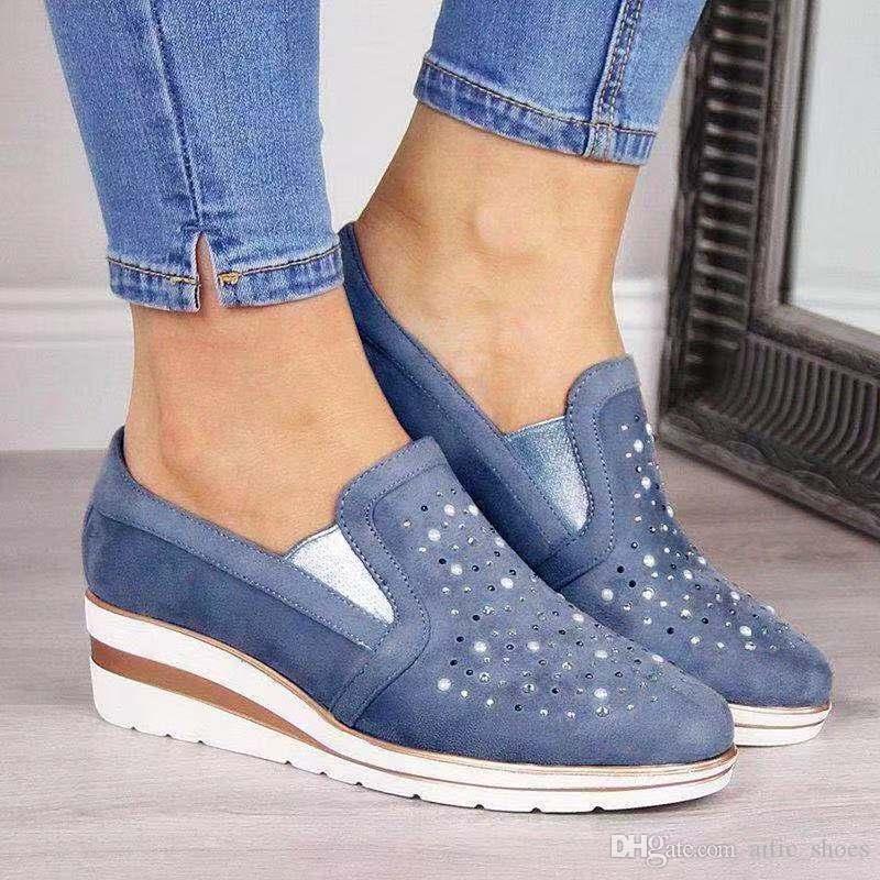 Designer Shoes nuovo modo taglio basso Piattaforma appartamenti del sandalo pattini casuali delle donne con strass all'aperto Shopping formatori Size 43