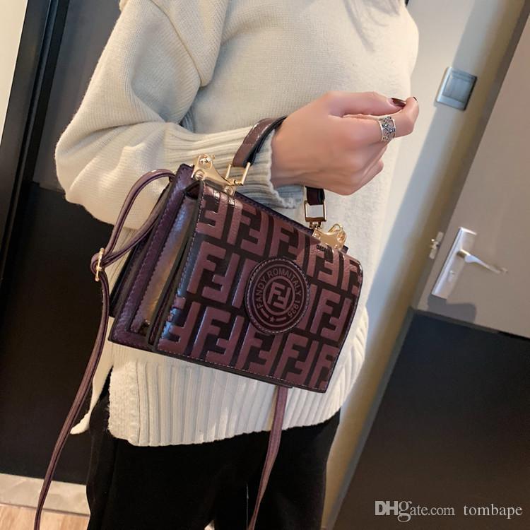 تجارة الأزياء حزمة إلكتروني الأجانب كيس صغير مربع 2020 الرجعية الجديدة تنقش حقيبة يد الاتجاه السيدات الكتف رسول أكياس حقائب المحافظ P