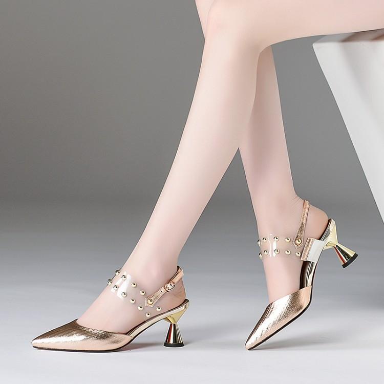 senhoras Big Size Mulher 9 10 11 12 saltos altos sandálias das mulheres sapatos de verão rebite transparente com fivela e sandálias de salto grosso