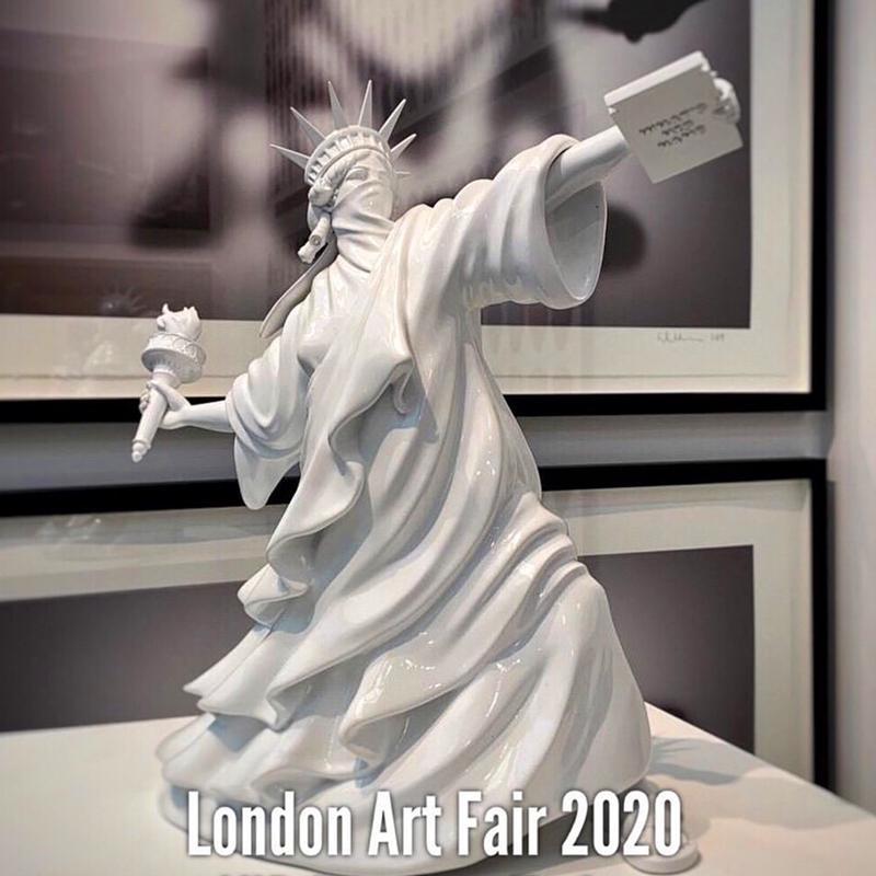 Moderne Kunst Freiheitsstatue werfen Fackel Banksy Riot of Liberty London Art Fair Resin Skulptur Home Decor kreative Geschenk