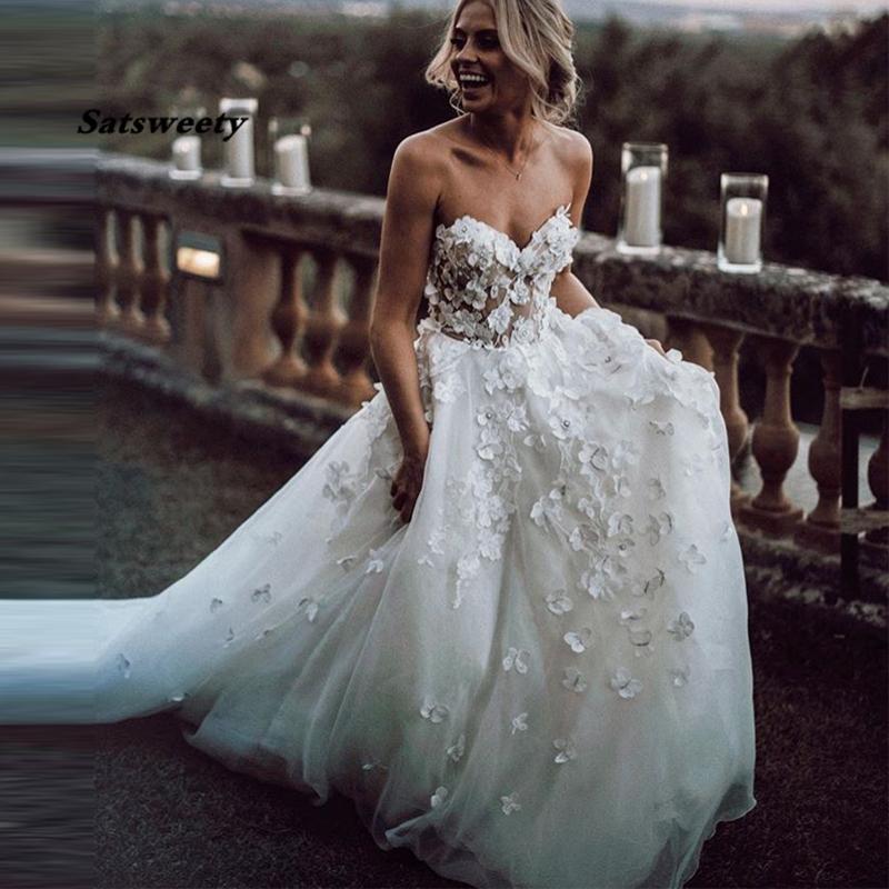 Boho Wedding Dress Appliqued With 3D Flowers Tiered Tulle Skirt A-Line Beach Bride Gowns White vestido de noiva