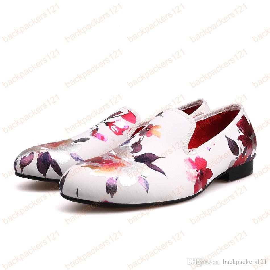 نمط جديد أبيض اللون طباعة الذهب زهرة الصين نمط ذكر جولة أصابع القيادة أحذية الزفاف والحزبية الرجال والاحذية أزياء رجالية الشقق