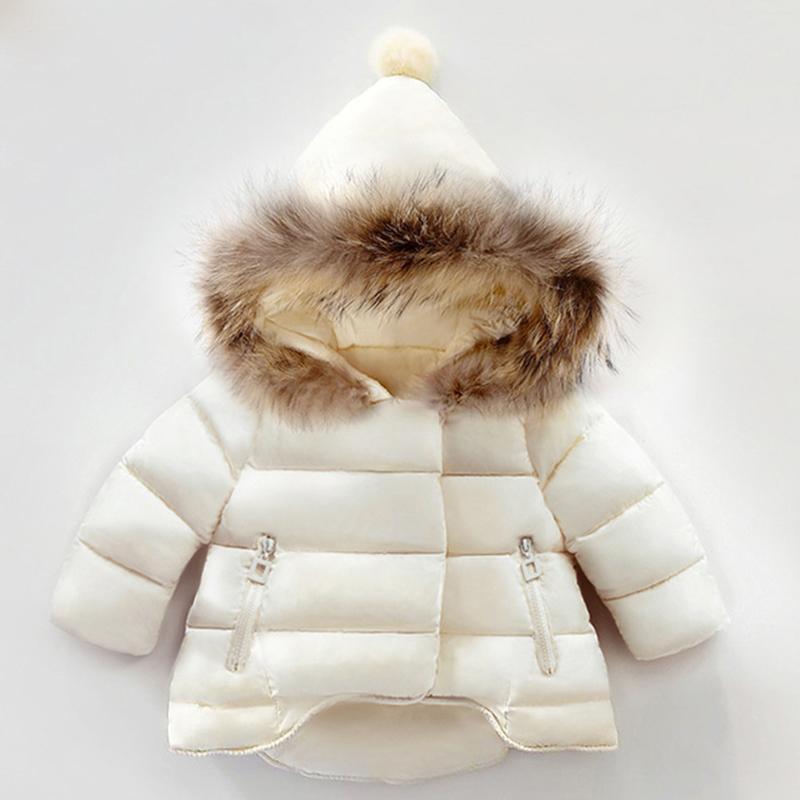 Escudo invierno de las muchachas nuevo invierno de los bebés de la chaqueta de invierno para niñas Parkas sólido chaqueta del bebé del color de piel con capucha de los niños de abrigo