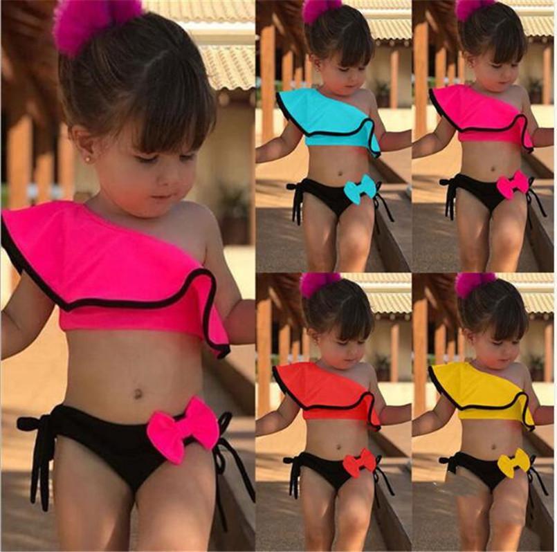 2020 Kinder Mädchen 2 Stück Bademode Volant Schulter Out Bikini Set-Top + Bow Shorts Hipster Badebekleidung 90-130 Größe Schwimmen Baden-Strand ClothLY706
