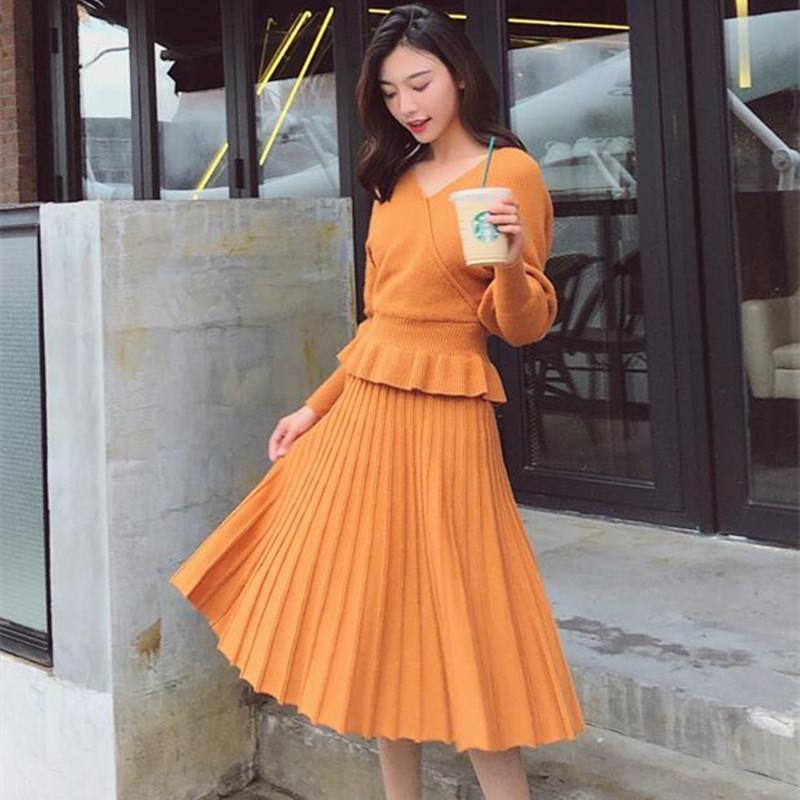 2019 de las nuevas mujeres del suéter del Knit Set de 2 unidades Batwing de la manera de la manga con volantes cuello en V dobladillo Top + Skirt Traje de punto gemelos Conjunto Y200110