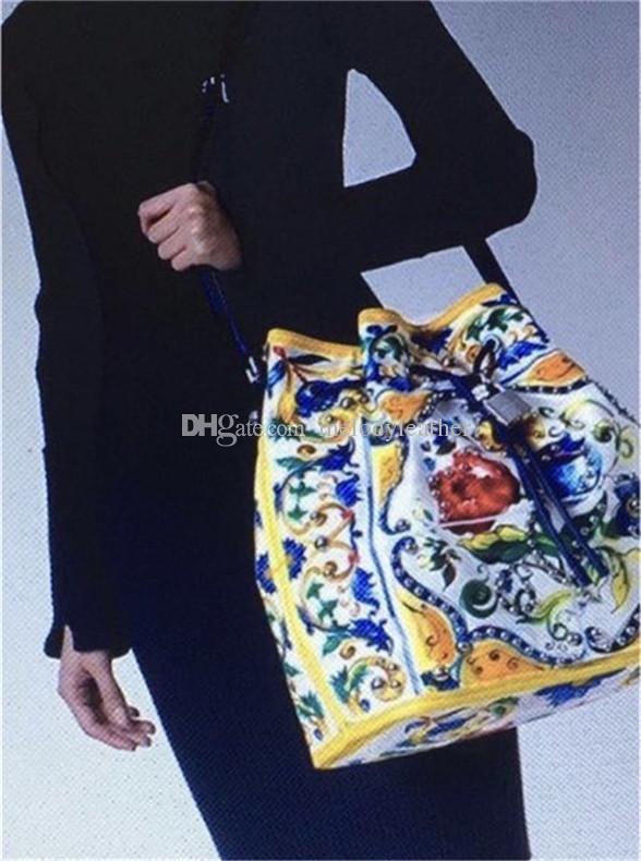 2020 Nuevo bolso portátil del cubo del remache de la manera del zurriago importado Varios colores de la impresión Dentro del bolso de cuero del solo hombro de la impresión del leopardo