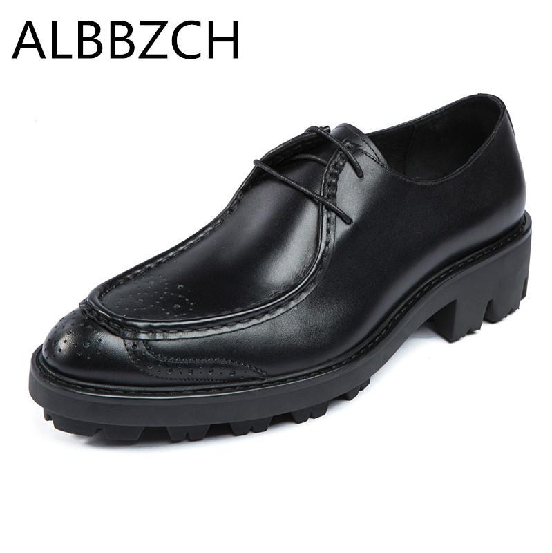 Les nouveaux hommes oxofrd mode sculpture semelles épaisses chaussures en cuir véritable robe de mariée hommes chaussures de travail quotidien bureau professionnel de la qualité