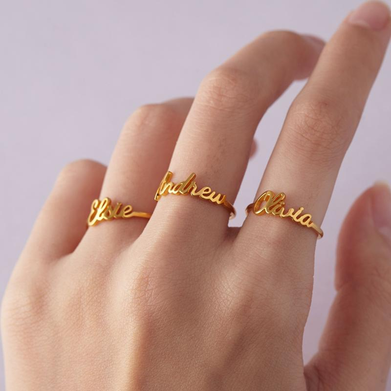 Handmade Custom Name Ringe für Geliebte Edelstahl Personalisierte Goldfarben-Verlobungsringe für Frauen-Mann Weihnachten Schmuck