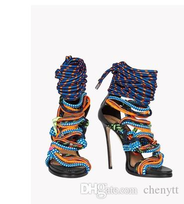 2019 جديد أزياء الربيع و الصيف التباين اللون مطابقة اللون مضفر حبل الأشرطة جوفاء الأحذية النسائية الأحذية باردة عالية الكعب