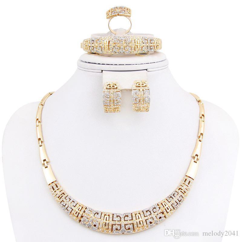 Designer Schmuck Halskette Ohrringe Ring und Armband mit glänzenden Strasssteinen Gold Metall Aushöhlen 4 in einem Satz Großhandel