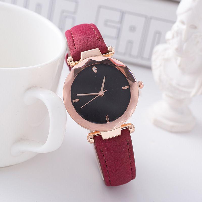 Nuevas mujeres Reloj de ocio Reloj de pulsera de moda Banda de cuero Análogo Cuarzo Redondo Ramomus Crystal Ladies Watch
