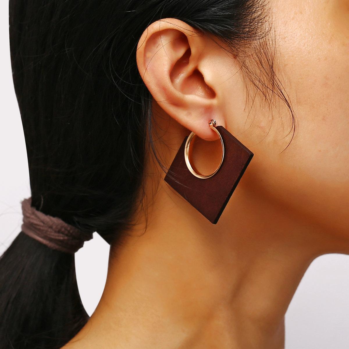 جديدة فريدة من نوعها تصميم أقراط هندسية لبيان النساء ساحة كبيرة مستديرة قرط الإبداعية خمر الكلاسيكية براون القرط خشبي