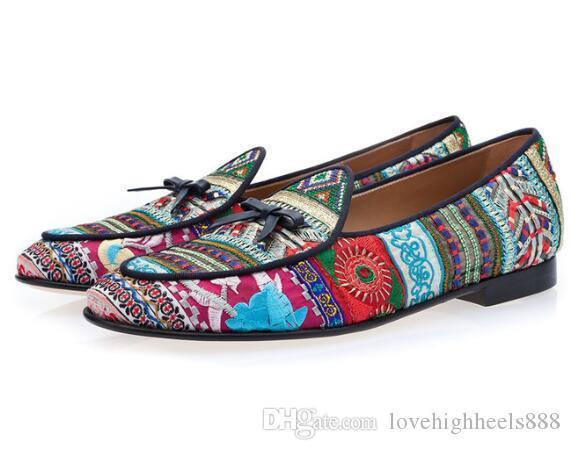 2019 British Gentleman Men Loafers Bow-knot Bestickte Schuhe Wohnungen Slip on Slippers Multicolor Canvas Men Party Kleid Schuhe