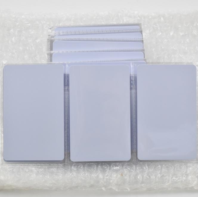 13,56 Rfid Card tags NFC Ntag215 Pvc Card Lire la carte d'écriture de lecteur avec nfc 200Pcs / 500pcs / 1000pcs / Pack pour le système de contrôle d'accès