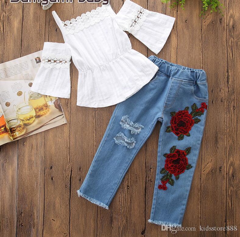 Малыш девушки летняя одежда комплект белый топы + эластичный пояс джинсы вышитые Брюки 2 шт. мода девушка костюм наряд