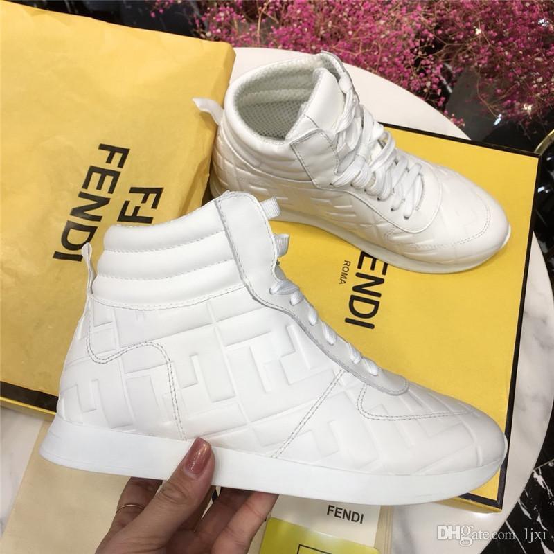2020brand mode femmes design de luxe chaussures bottes pour femmes de luxe femmes mocassins décoration rivets femmes plate-forme Bottines