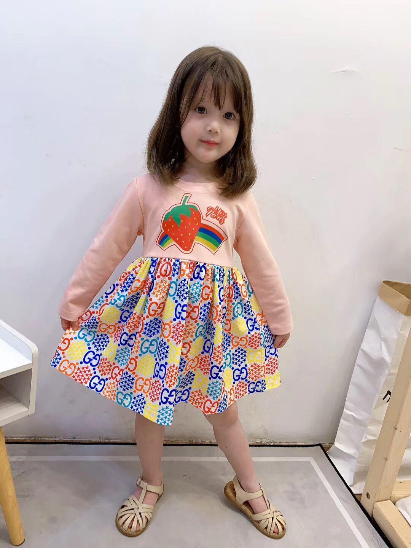Niñas fresa letra impresa vestido de otoño 2020 nuevos niños arco iris de colores estrella de manga larga vestido de diseñador Ropa niños A3351