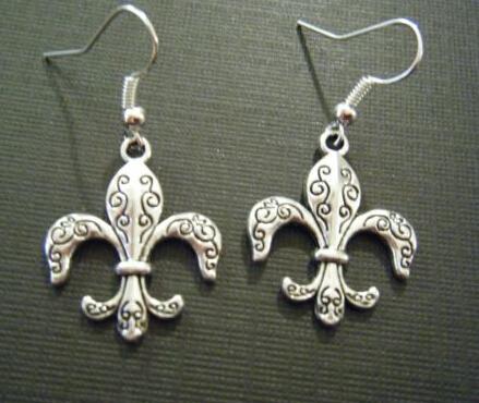 Hot gros bijoux de mode Vintage argent mignon fleur De Lis charme pendentifs Dangle boucles d'oreilles pour les femmes d'expédition 50 paire Z196