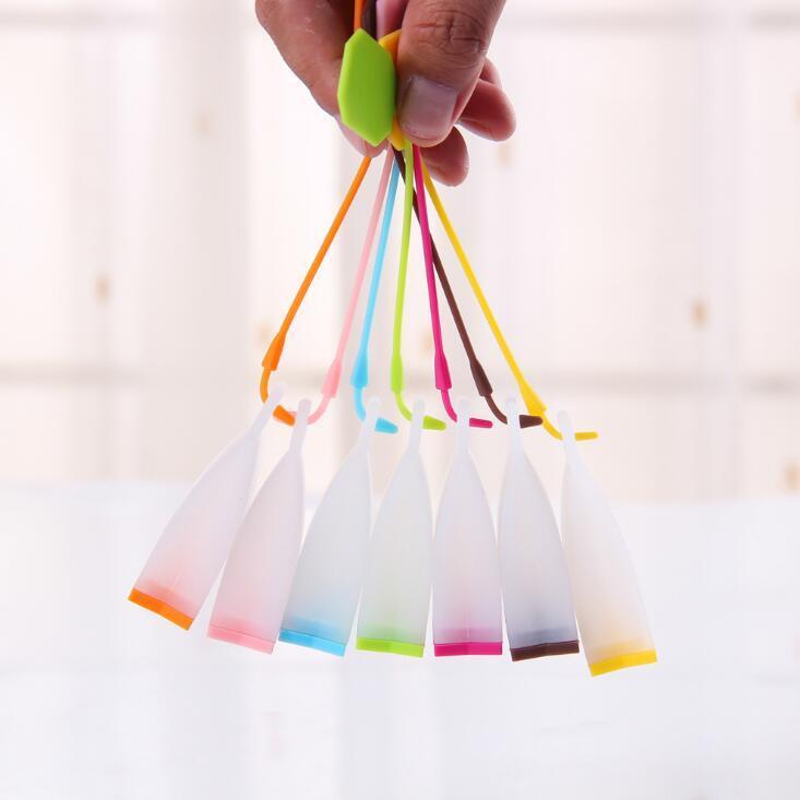 Venta caliente bolsa de silicona del estilo del tamiz del té de hierbas de la especia infusor filtro difusor Accesorios de cocina color al azar LX1143