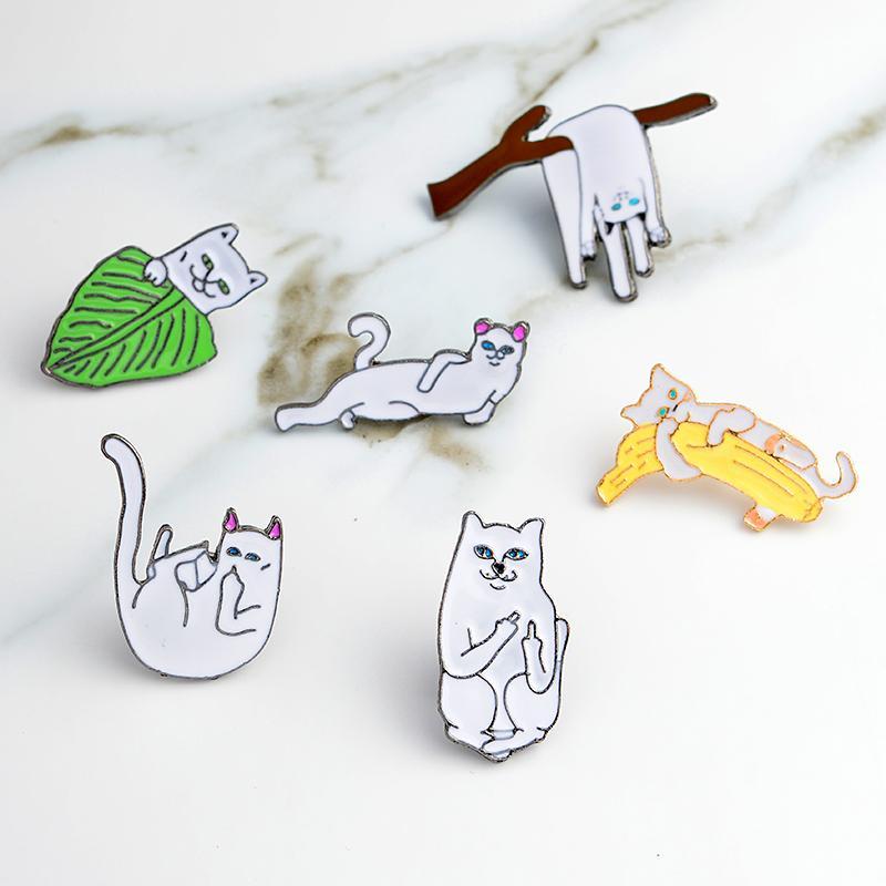 Gato engraçado Dedo gato Oriente esmalte pinos esmalte duro lapela pins Emblemas Broches Cat pinos Backpack Chapéus Acessórios