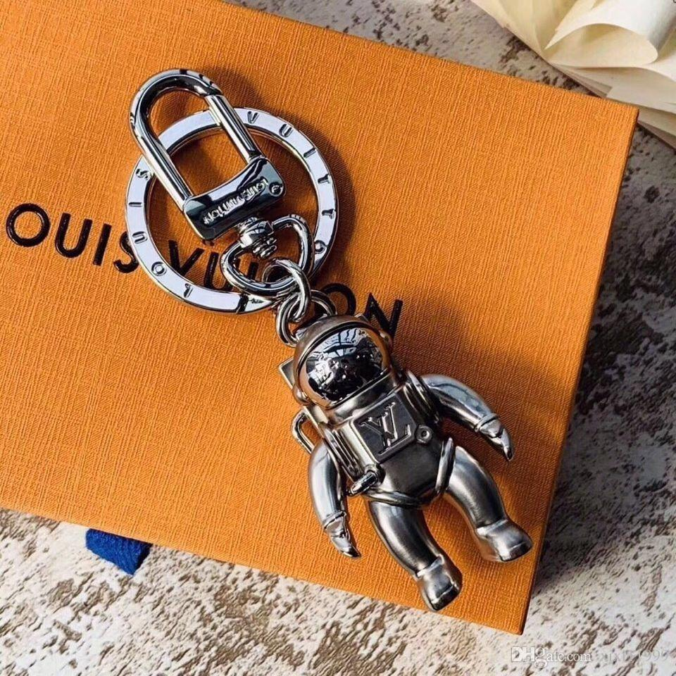 Yüksek kaliteli katı metal anahtarlık moda araba anahtarlık marka yaratıcı astronot tasarım erkekler ve kadınlar lüks anahtarlık hediye kutusu ambalaj