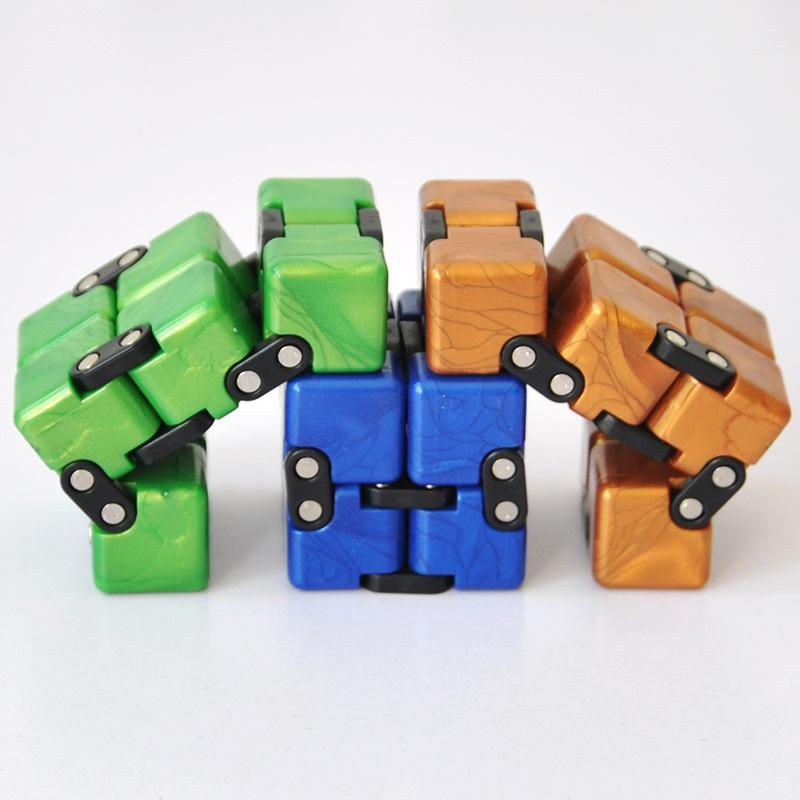 Commercio all'ingrosso Deformflip Pocket Unzips cubo intellettuale Fingers decompressione Best-vendita di giocattolo cubo di Rubik di Rubik