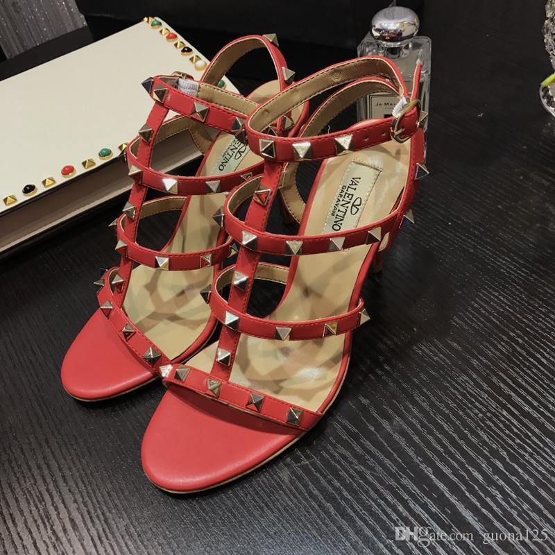 2019 bayan arkası açık iskarpin tasarımcı gladyatör sandalet kadın perçin ayakkabı siyah kırmızı çıplak beyaz İtalyan marka seksi aşırı yüksek topuklu pompalar A1