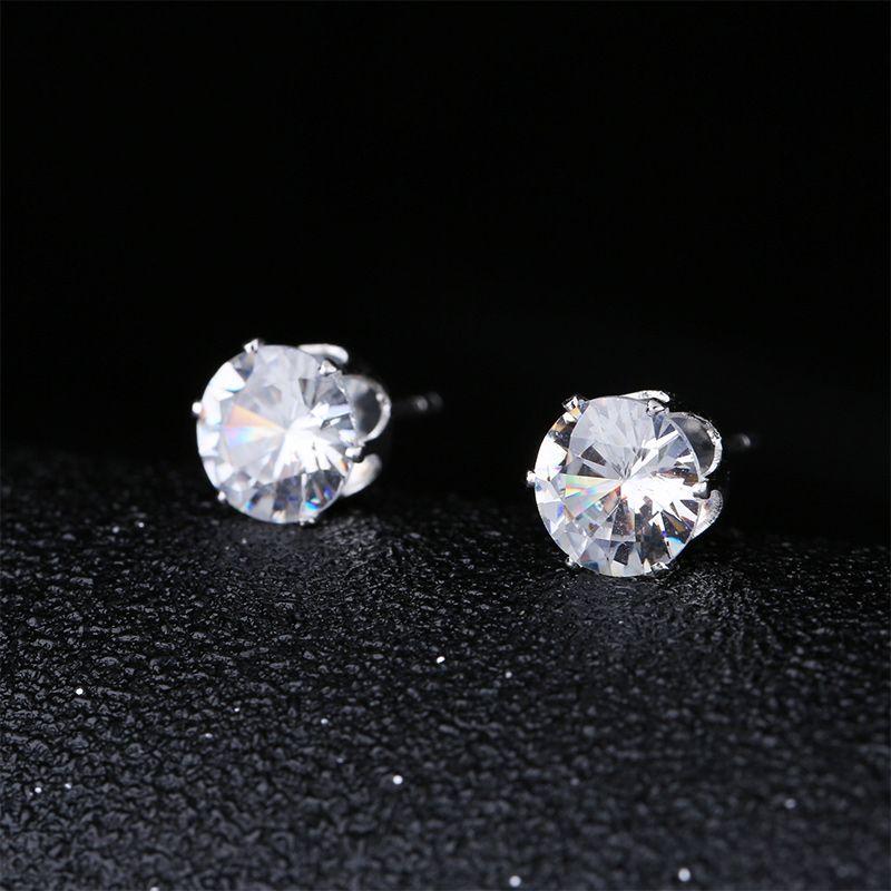 Orecchini con zirconi cubici per le donne Orecchini con perno in argento con borchie Orecchini con gioielli in argento con zirconi bianchi