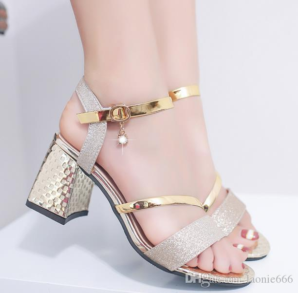 2019 estate nuove signore eleganti sandali moda dea van punta a punta fibbia con