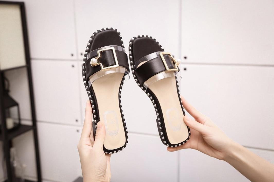 Das mulheres dos homens DesignerLuxury Sandals Deslize Verão Sapatos Moda Praia Shoes Sapatos Pretos Slipper Flip Flop Box 2022001Q