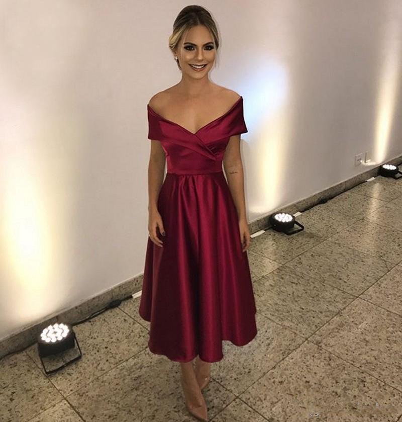 Compre Burdeos Satén Vestidos De Fiesta Cortos 2019 Sexy Fuera Del Hombro Volantes Vestido Largo Formal Vestido De Noche Vestido De Formatura A 8116