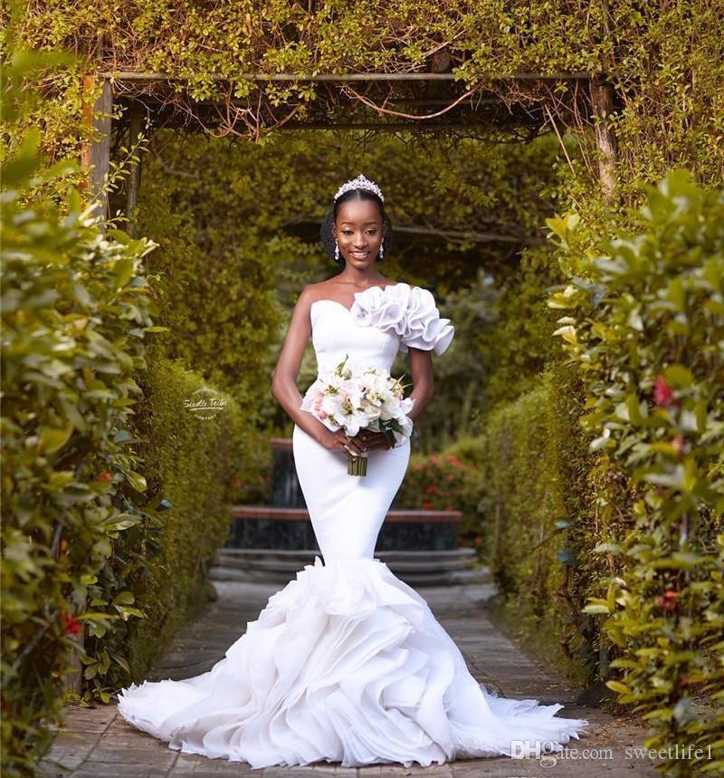 Африканский Иллюзия шеи Белый Русалка Свадебные платья Черная девушка Элегантный Backless Плюс Размер развертки Поезд свадебное платье с оборками Юбка