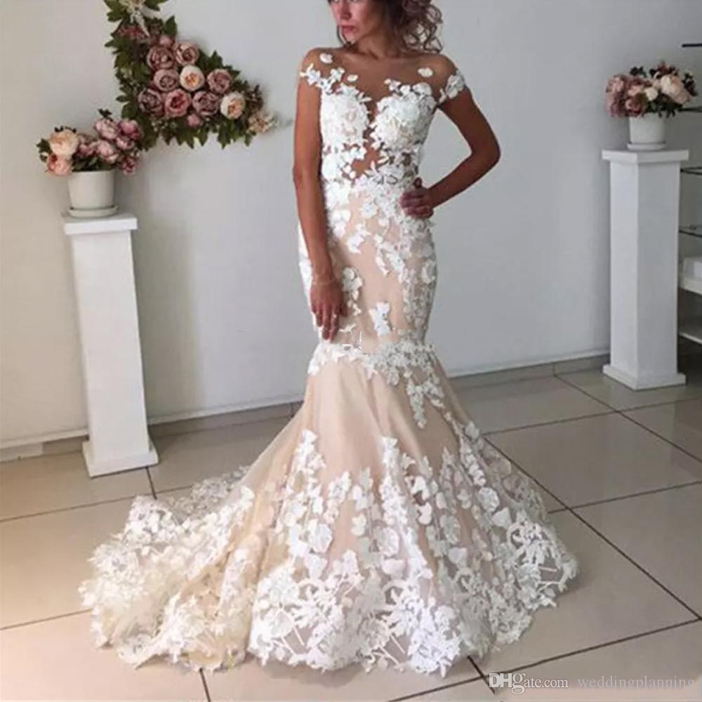 Sirena elegante Champange Abiti da sposa con bianchi fiori di Applique puro Sweep collo cerniera posteriore del treno vestido de noiva