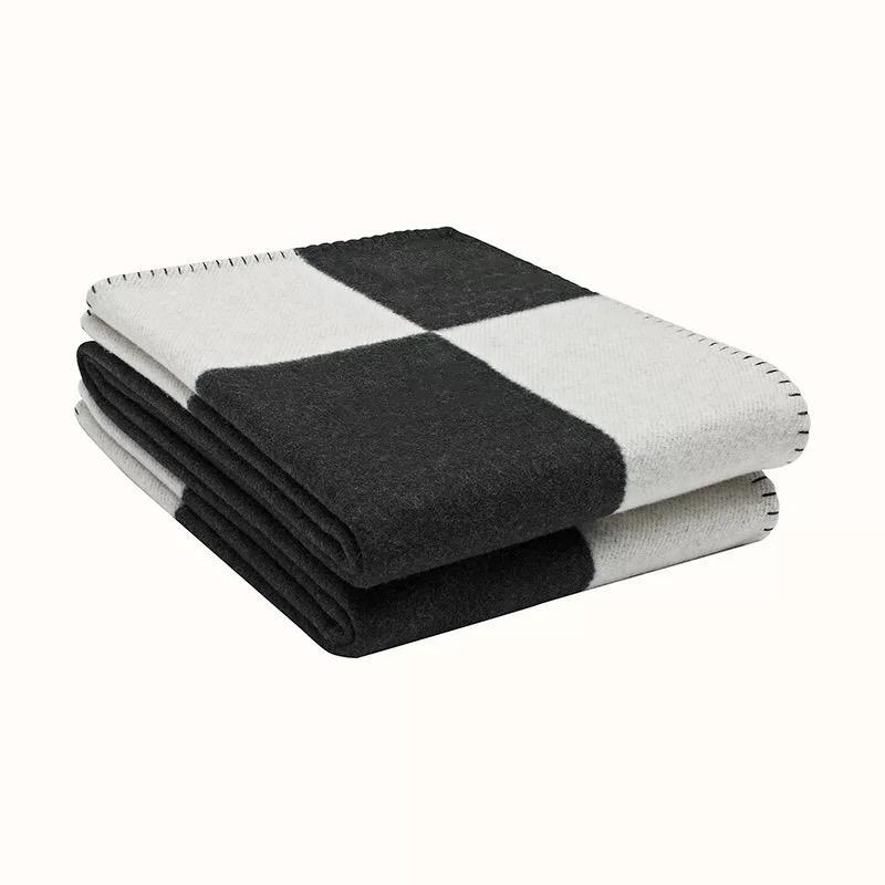 # 1-Chegada Nova de alta qualidade 170 * 140cm Blanket wool 800g h Blanket Home 4 cores Cobertores Sofá Cobertores De Inverno