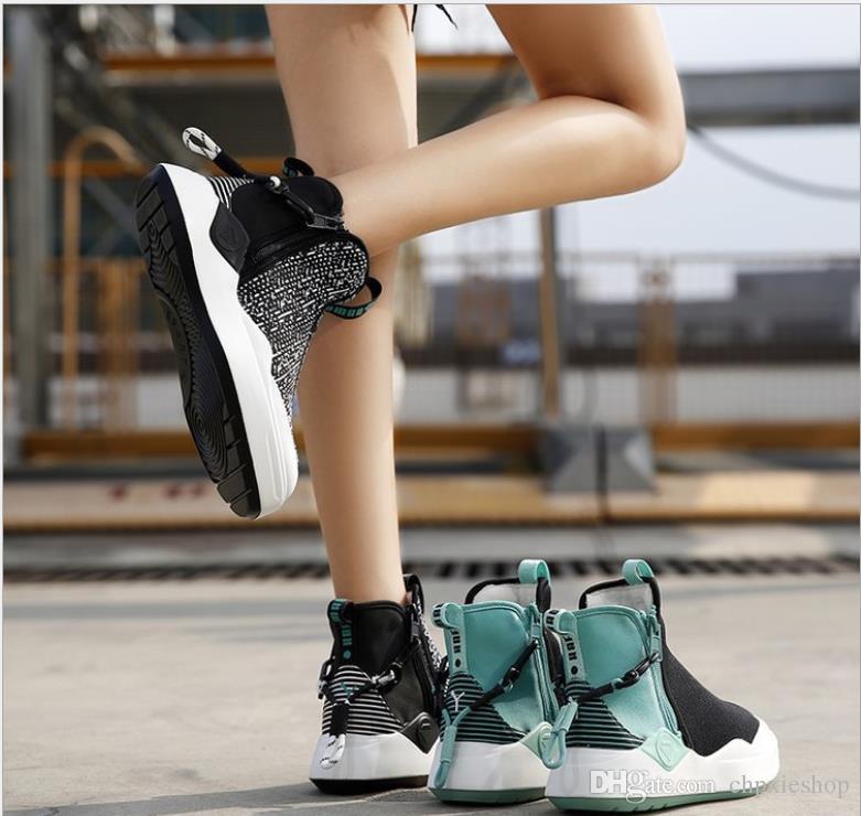 منصة جديدة مسطح القاع عدم الانزلاق الجوارب جولة رئيس الأحذية السيدات النسخة الكورية من اللون مطابقة حذاء واحد الأحذية النسائية المد