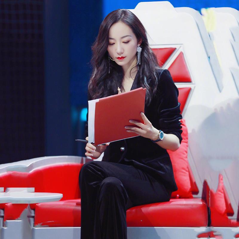 Automne nouvelle star Han Xueli velours costume d'un tempérament plus jeune soeur graisse gros verges particulier montrer femme costume mince