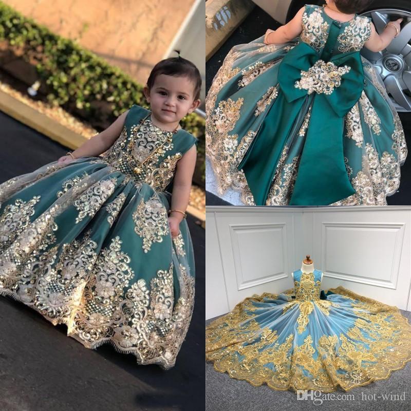 Altın Dantel Aplike Uzun Yarışması Gowns Bow Bebek Bebek komünyonu Elbise ile 2020 Sevimli Küçük Çiçek Kız Elbise