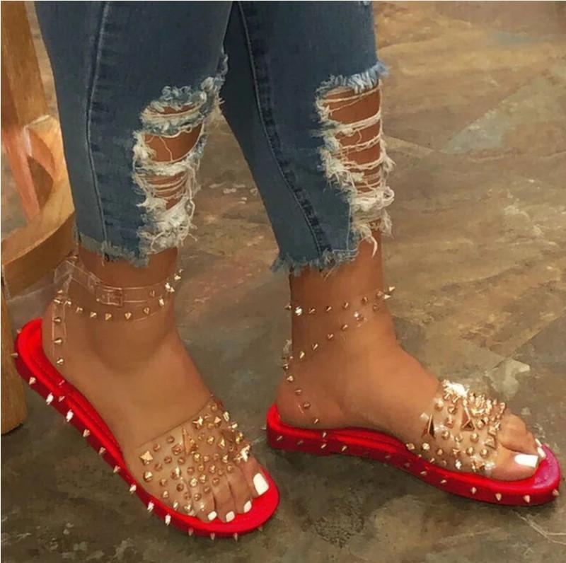 Mulheres Rivet Sandálias Tamanho Grande Sandálias Ladies 2020 Sapatos de Verão Transparent Film Plano Fishmouth Studs Mulheres Bling do metal Flats legal da menina