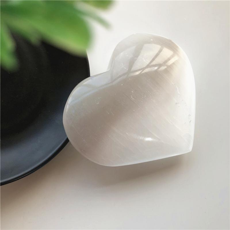1pc Büyük Beyaz selenit Taraklı Kristal Kalp Ev Dekorasyon Doğal Taşlar ve mineraller Oyma Cilalı