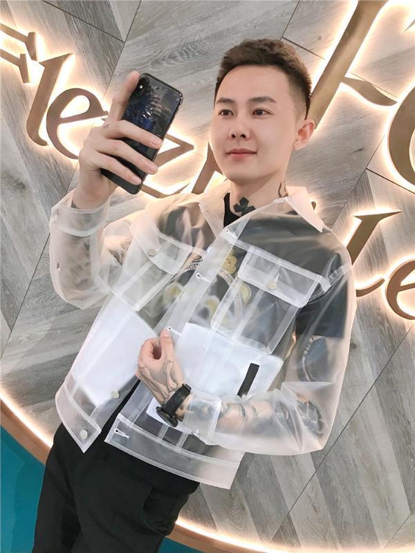 Nuevo llega la chaqueta de la manera fresca de PVC transparente claro de la chaqueta del muchacho del hombre Baile Guitarra Mostrar los trajes de protección solar elegante capa transparente