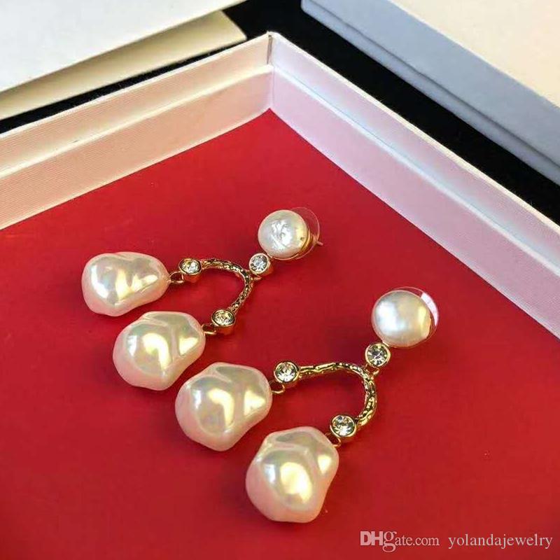 Pendientes únicos de moda para mujeres Pendientes de perlas naturales de oro chapado en oro para las mujeres para las mujeres para la fiesta de la fiesta del regalo caliente