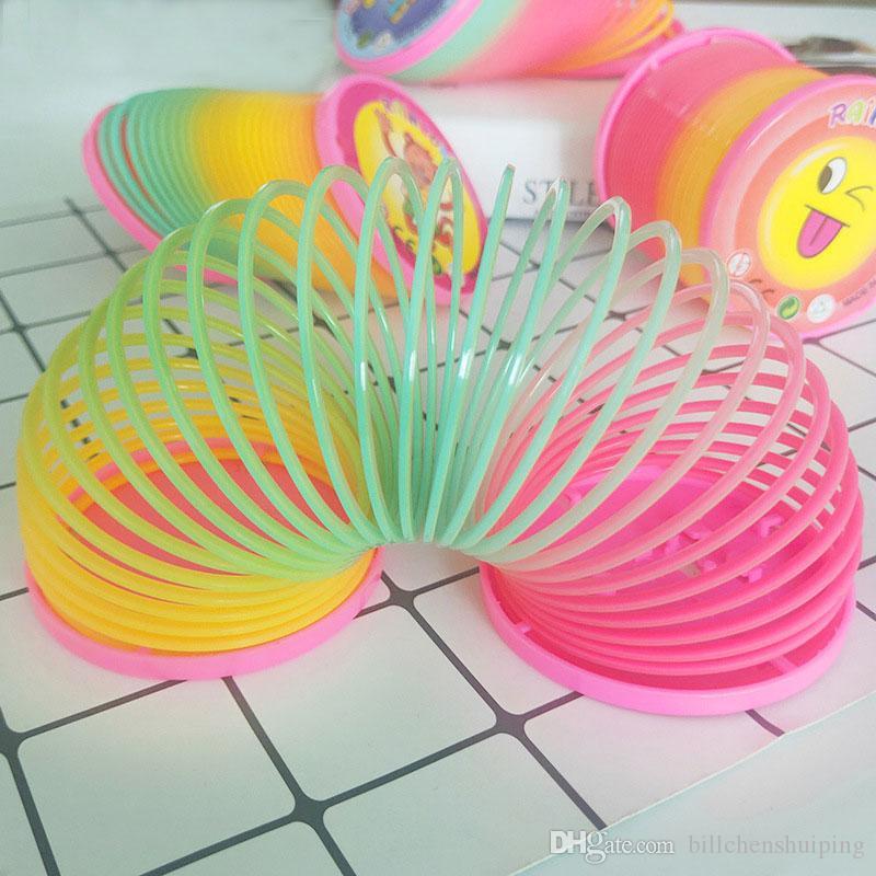 Regalo dei bambini colorato divertente Giocattoli Classic per la magia di plastica Slinky Arcobaleno Primavera scherza il trasporto libero giocattolo